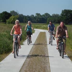 2014_06_Br_Radfahrer auf Spurbahnweg_Radtour Drömling.JPG